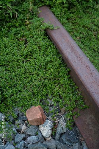 Aluminium Spoorlijn 緑に覆われる廃線のレール