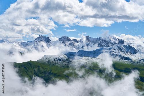 Foto Murales Gipfel von Bergen im Alpen Gebirge