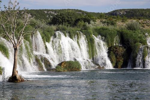 Wasserfall Zrwanja in Landschaft, Kroatien, Europa