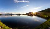 See im Abendlicht im Sommer am Berg - 212590517