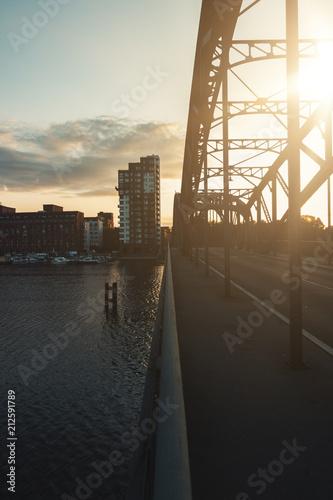 mata magnetyczna Sonnenuntergang auf der Brücke