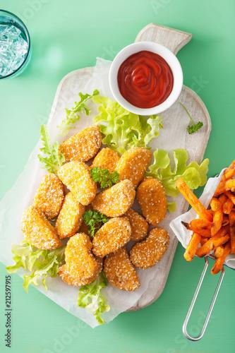 Leinwanddruck Bild vegan soy nuggets and sweet potato fries healthy snack