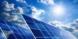 Solarkollektoren, Sonne und Wolken - 212608987