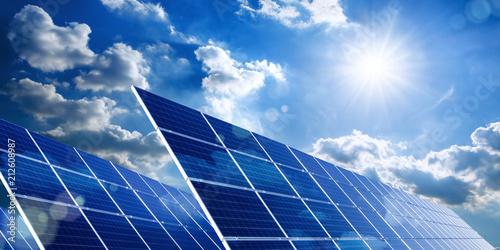 Leinwanddruck Bild Solarkollektoren, Sonne und Wolken