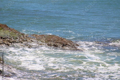 mer et vagues à marée montante en Vendée