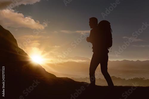 Aluminium Zwart Silhouette of backpacker man hiking the mountain