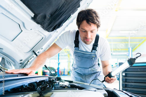 Auto mechanic working in car service workshop - 212769754