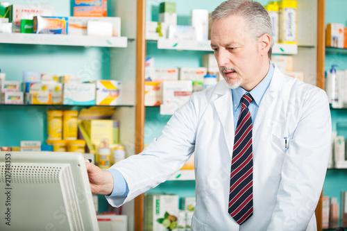 Fotobehang Apotheek Pharmacist at work