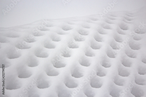 Wire mesh pattern on the grid after a heavy snowfall - 212794737