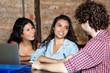 Junge Studenten beim Lernen - 212807303