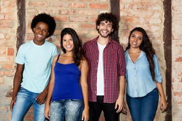 Gruppenbild mit internationalen Jugendlichen