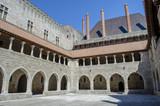 Interior del Palacio de los Duques de Braganza en Guimaraes, Portugal. - 212809749