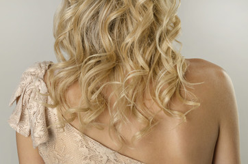 Curly blonde hairstyle © LRafael