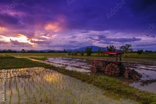Aluminium Trekker Field landscape with tractor to adjust the farmer's crop in the evening