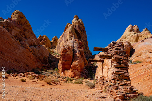 Fotobehang Bruin winding roads in the valley of fire national park