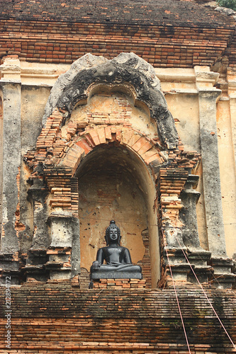 Aluminium Boeddha buddha statue in temple