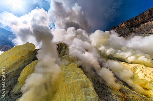 Foto Spatwand Bali Toxic vappors of sulfur mining, Mount Ijen crater lake, East Java, Indonesia