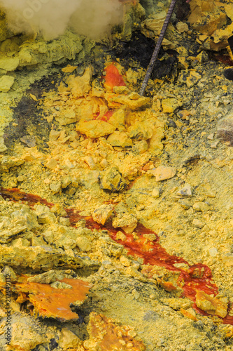 Fotobehang Honing Harvesting sulfur, Mount Ijen crater lake, East Java, Indonesia