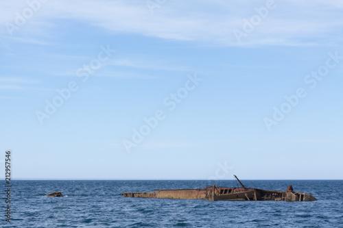 Aluminium Schipbreuk Ship wreck by the city