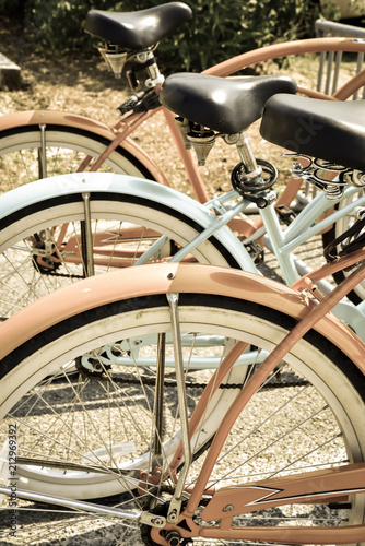 Aluminium Fiets Vintage summer beach bicycles in a row