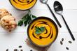 Kürbissuppe mit Petersilie und Balsamico