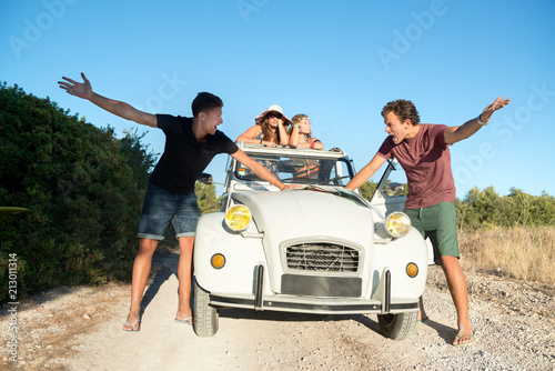 Fototapeta fighting over directions in vacations