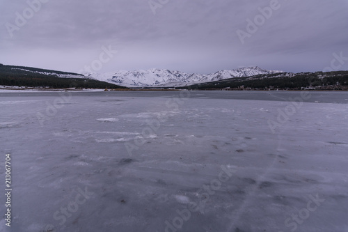 Aluminium Lavendel Scenic View Of Frozen Lake And Mountains Against Sky during Winter