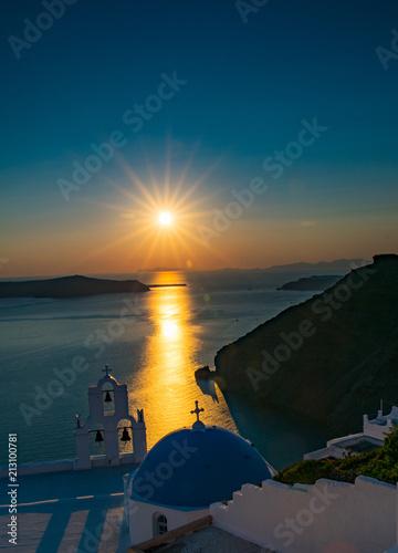 Fotobehang Santorini sun set over iconic blue dome
