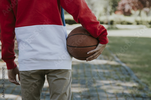 Fototapeta young with the basketball in the open air hand