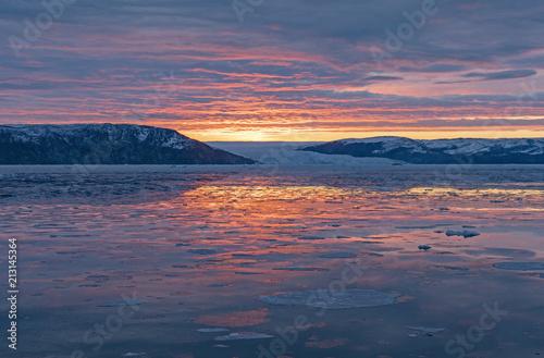 Plexiglas Zonsopgang Serene Sunrise over Glacial and Sea Ice