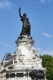 Paris. Dégradation volontaire d'un monument, la République, place de la République - 213176793