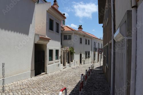 Aluminium Smalle straatjes a street of Cascais 2
