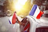 Auto mit Frankreich Fahnen - 213288704
