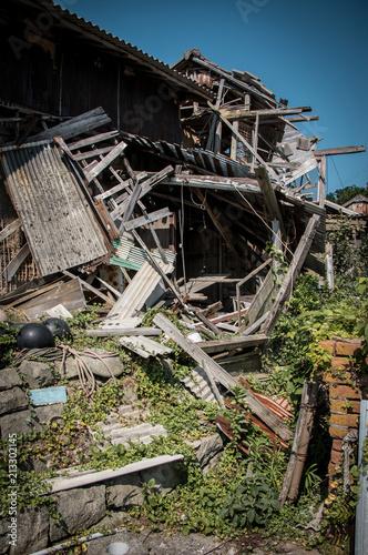 Foto Murales 青島の廃屋