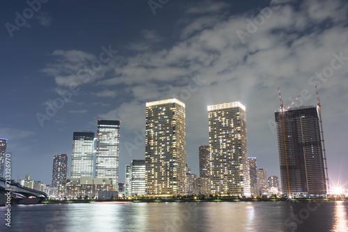 豊洲ぐるり公園からの望む夜の晴海タワーマンション © EISAKU SHIRAYAMA