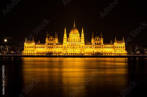 Fotobehang Boedapest The Hungarian Parliament building illuminated at night