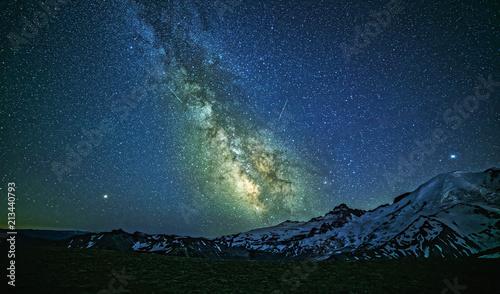 Fotobehang Heelal Milky Way Over Mount Rainier