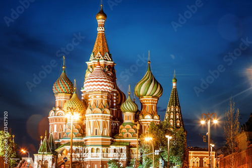Foto Spatwand Moskou City night landscape, view of St. Basil's Cathedral in Moscow, sightseeing, tourism, trip to Russia
