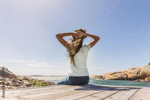 Aluminium Bruggen Frau auf Steg am Meer