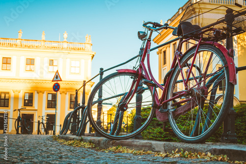 Aluminium Fiets bicycle parked in an old European city