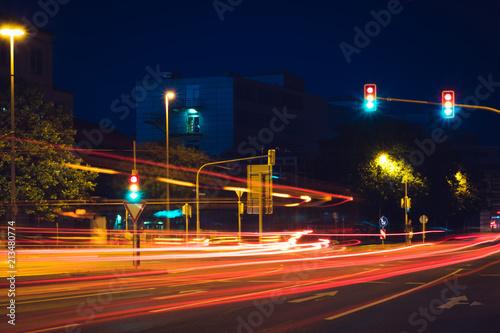 Canvas Nacht snelweg night street in the background of modern buildings