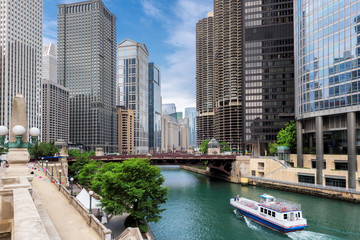 Chicago skyline panorama with skyscrapers and Chicago river at summer sunny day, Chicago, Illinois, USA. © lucky-photo