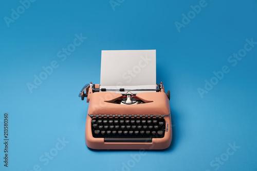 Foto Murales Retro typewriter in studio