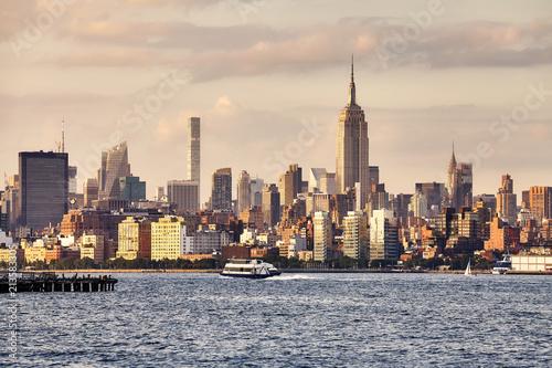Foto Murales Manhattan seen from New Jersey at sunset, USA
