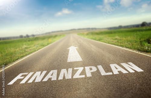 Straße mit dem Wort Finanzplan