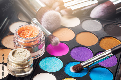 Eyeshadow palette and brushes © blackday