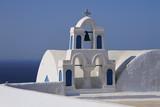 Glockenturm einer Kirche in Oia auf der Insel Santorin - 213621120