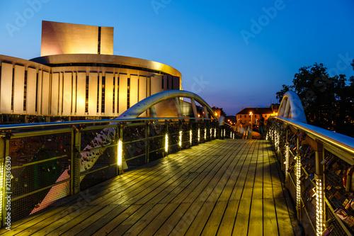 Zdjęcia na płótnie, fototapety na wymiar, obrazy na ścianę : Opera building in Bydgoszcz city at night, Poland