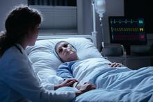 "Постер, картина, фотообои ""Nurse supporting weak elderly woman during treatment in the hospital"""