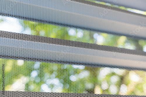 Insektenschutzgitter am Fenster gegen Fliegen und Mücken - 213645556